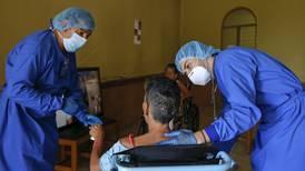 Adultos mayores de la calle reciben atención integral durante pandemia