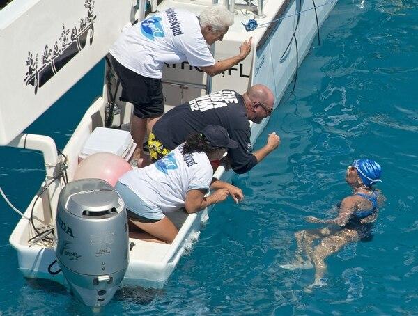 A dos millas de Cayo Hueso, Diana Nyad habló con su equipo de apoyo durante la travesía entre Cuba y Estados Unidos.
