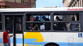 Aresep se opone a plan para rebajar canon de regulación a buseros y taxistas