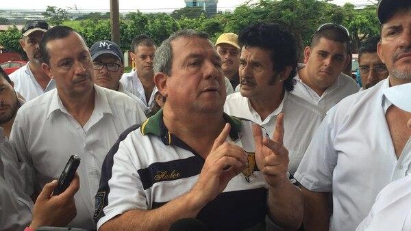 Rubén Vargas, líder de taxistas en las afueras de Aresep
