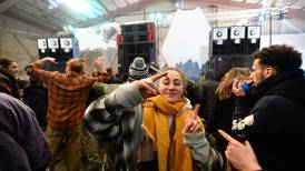 Organizadores y participantes de fiesta clandestina de fin de año en Francia detenidos por la Policía