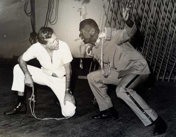 Lenín Garrido y Oscar Castillo en 'El Emperador Jones', 1969. Archivo personal de la autora.