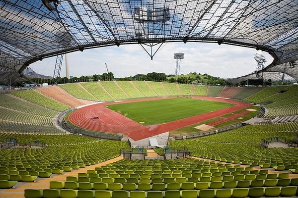 Estas estructuras tensadas fueron diseñadas por Frei Otto en el Estadio Olímpico de Múnich con motivo de las olimpiadas de 1972.