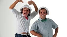 Juan Vainas y Chibolo regresan al teatro con  lavamanos, mascarillas y alcohol en gel