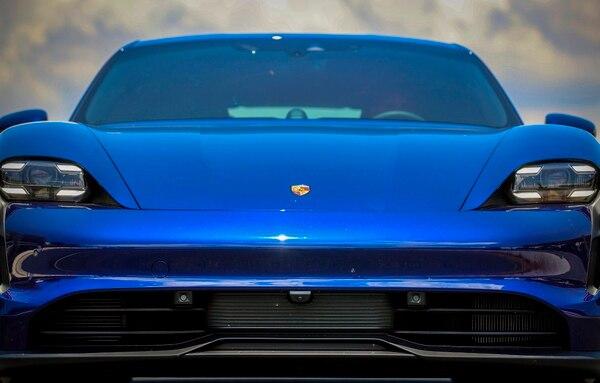 Taycan es el primer automóvil 100% eléctrico de la marca Porsche. Foto Alonso Tenorio