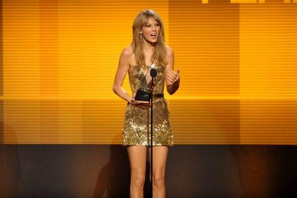 Taylor Swift es la artista del año de los American Music Awards 2013.