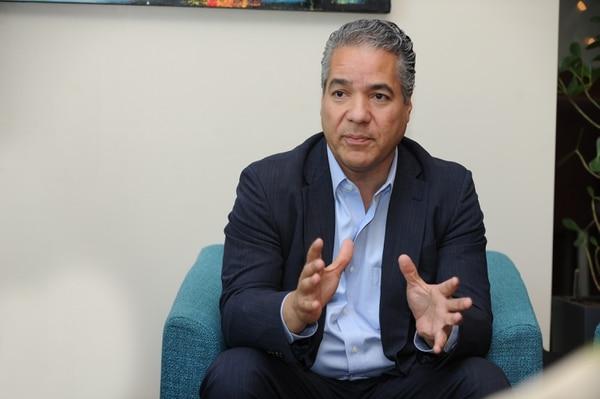 Carlos E. Ruiz, vicepresidente de Centroamérica, el Caribe y Venezuela de Oracle, durante su entrevista con este medio en el Hotel Residence Inn, Avenida Escazú. (Foto: Jorge Castillo)