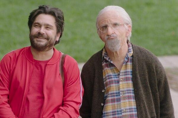Fotograma de la película Más sabe el diablo por viejo. El actor Osvaldo Benavides (derecha), protagoniza el filme. Cortesía de Discine