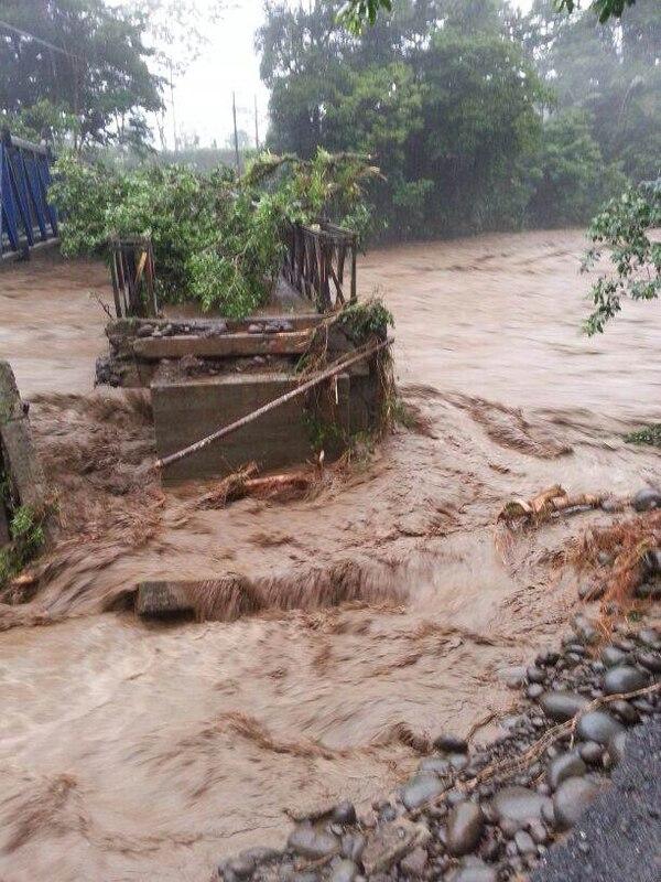 Las fuertes lluvias que que desde el sábado en la tarde afectan la zona norte y el Caribe causaron que el río Sarapiquí, se desbordara.