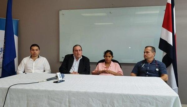 Autoridades del Hospital San Carlos dieron conferencia para dar detalles del parto que será por cesárea. Fotografía: Édgar Chinchilla