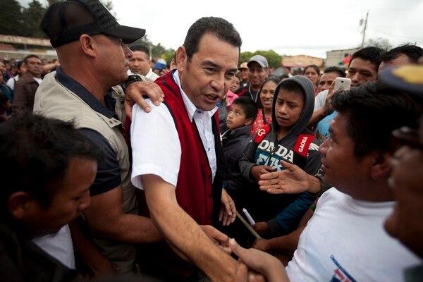 Jimmy Morales departió con sus simpatizantes durante un mitin electoral, el sábado, en la ciudad de Chichicastenango.