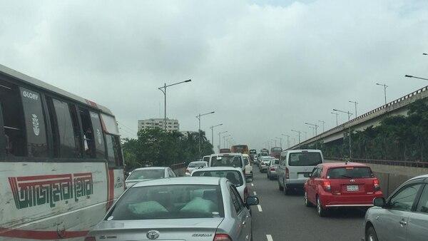 El congestionamiento vial en Daca, capital de Bangladés, es terrible. Fotografía: Frank Artavia Doñas