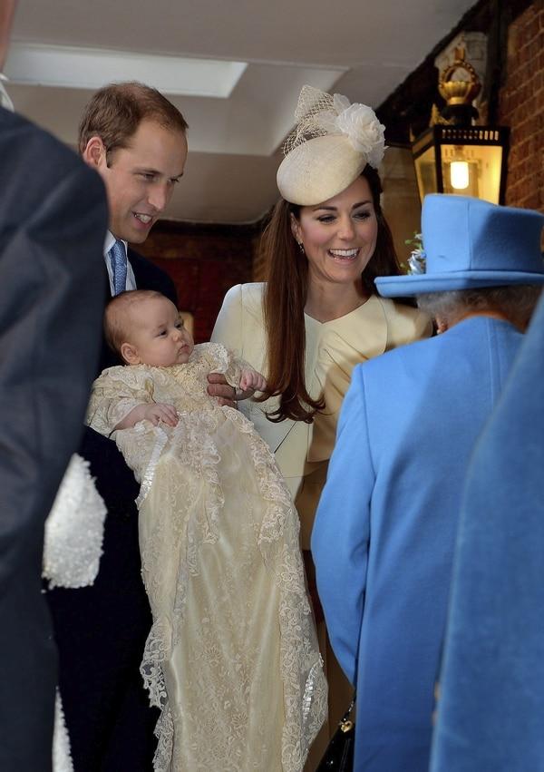 En el 2013 el príncipe Guillermo, duque de Cambridge y Catalina, duquesa de Cambridge, durante el bautizo de su primogénito, Jorge, de 3 meses, en la capilla real del Palacio de St. James, en Londres, Reino Unido. Foto: Archivo