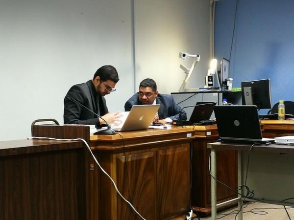 El fiscal Alexánder Valverde y el procurador Randall Aguirre, durante la audiencia de este viernes.
