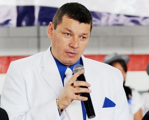 La grabación de una presunta conversación entre Óscar López y Hugo Navas vincula al primero, candidato presidencial y a diputado del PASE, con la supuesta falsificación de contratos para cobrar más de ¢200 millones al TSE.