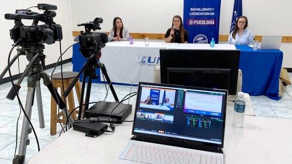La Unibe implementó clases y talleres virtuales para sus estudiantes durante el confinamiento. Fotografía: Cortesía Unibe.