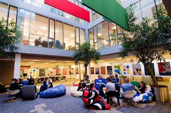 Parte del atrio de Google en sus instalaciones de Dublín, Irlanda.