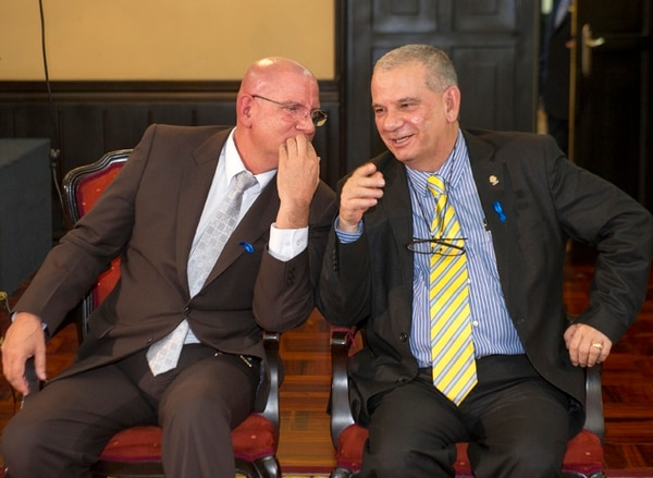 Henry Mora (PAC) y Jorge Rodríguez (PUSC) compartieron el directorio el primer año de Asamblea. Ahora, impulsan una moción en el Presupuesto Nacional del 2016, que beneficiaría a la comunidad de Rodríguez, Paraíso, pero incrementando la deuda pública. | LUIS NAVARRO.