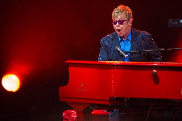 En enero, Elton John se presentó en el auditorio The Wiltern en Los Ángeles para presentar algunos de sus nuevos temas del disco 'Wonderful Crazy Night'.Foto: The New York Times.