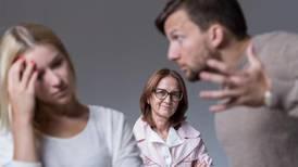 Blog: ¡Ayuda! Mi suegra o suegro se metió en mi matrimonio