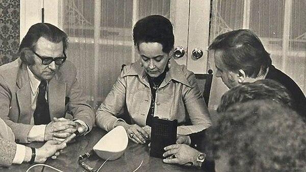 Lorraine Warren era una psíquica muy poderosa, ella junto a su esposo Ed (a su derecha), realizaban investigaciones y exorcismos en casas. Foto: Cortesía Chris Mckinnell.