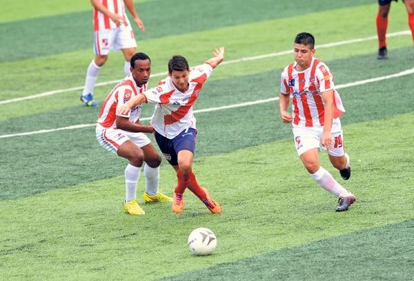 Hace una semana, Barrio México derrotó 3-1 a Aserrí, fue su último juego invicto en el torneo. Ayer perdió ante Cariari 2-1. | ARCHIVO / GESLINE ARANGO