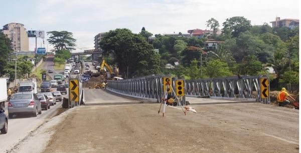 Los dos puentes quedaron listos desde el fin de semana pero falta terminar las rampas de acceso.