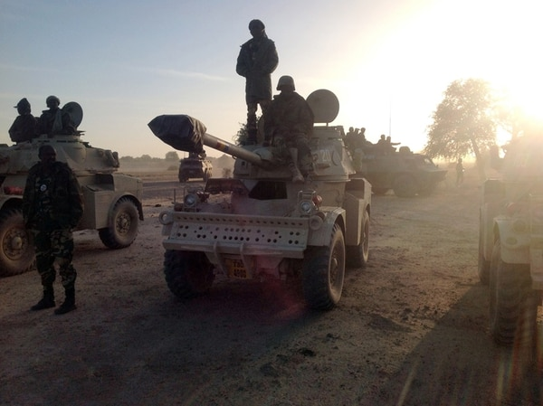 Soldados de Chad patrullan la frontera entre Camerún y Nigeria. El Ejército chadiano apoya a Camerún a combatir a Boko Haram. | AFP