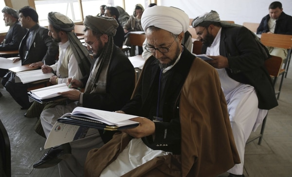 Delegados afganos asistieron a la Gran Asamblea, en Kabul, el viernes. | EFE