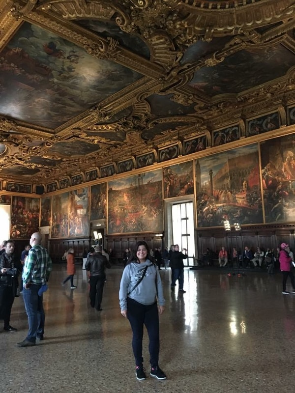 Sharon Morua Méndez en el Palacio Ducal de Venecia.