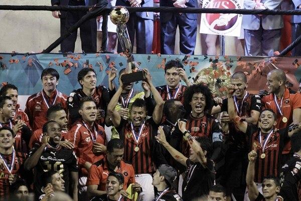 Alajuelense fue el último ganador del Torneo de Invierno 2013.   EFE