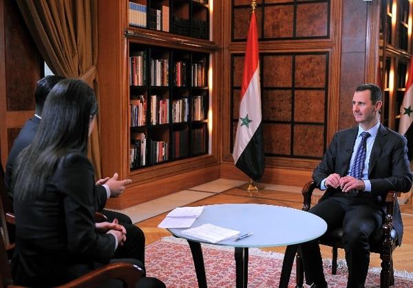 Presidente sirio Bashar al-Assad dice que Occidente pagará por ayudar a al-Qaeda - 1