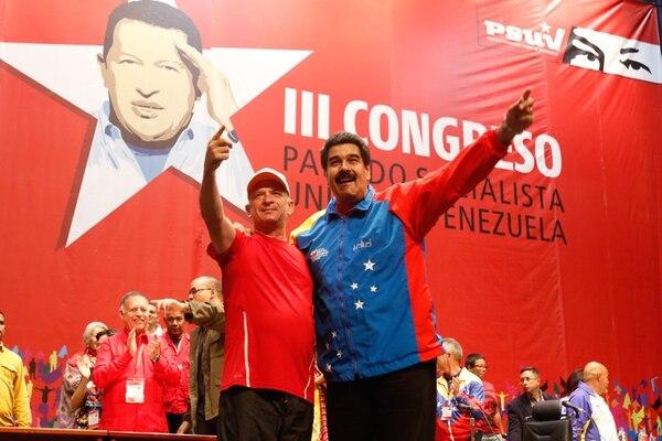 Hugo Carvajal (derecha) acompañó al presidente venezolano, Nicolás Maduro, durante un acto público el 27 de julio del 2014 en Caracas.