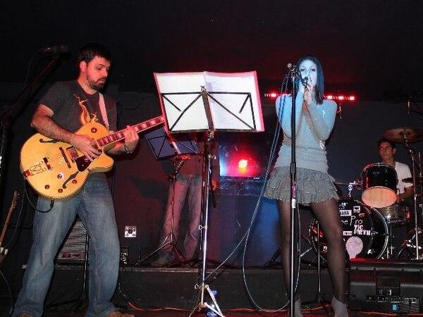 Kimberly Arce es la voz principal. In Dubio para La NaciónVocalista.