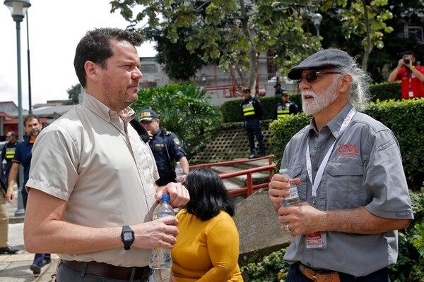 Los científicos Lepold Linkimer y Marino Protti coinciden en que Dominical y Burica concentran la mayor actividad sísmica. La subducción de la placa del Coco en el Pacífico sur, estimula otras fallas sismicas. Foto: Mayela López.