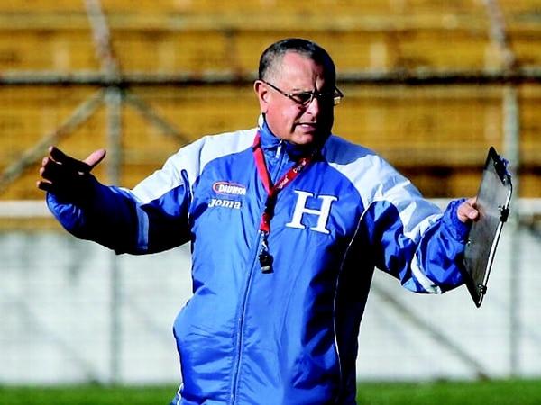 El entrenador de la Selecta, Juan de Dios Castillo, anteriormente técnico de Honduras. | FOTO DE ARCHIVO