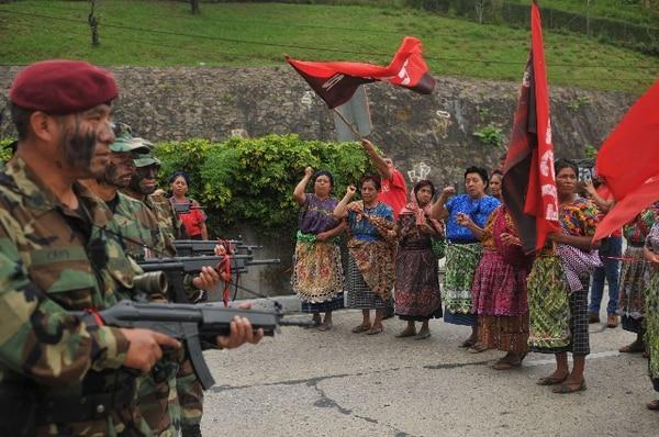 Los indígenas protestaron de manera pacífica contra la 'remilitarización' del Estado. | AFP