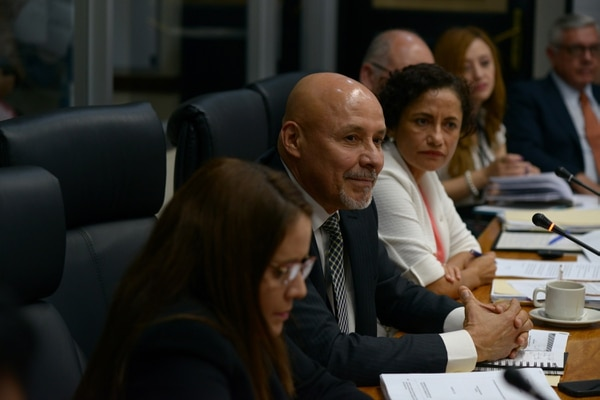 Luis Antonio Aiza aún evalúa su voto sobre el Teatro Nacional. Yorleny León está en contra. Fotografía: Jose Díaz/Agencia Ojo por Ojo