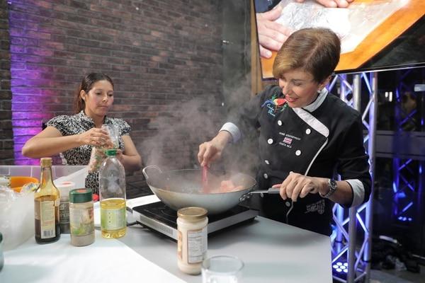 La chef Doris Goldgewicht participó en el lanzamiento de la nueva imagen y nombre del Sinart.