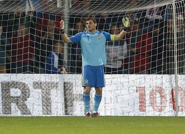 El guardameta Iker Casillas se lamenta tras cometer un error en el encuentro de España ante Eslovaquia.