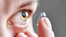 Lo que necesita saber sobre el uso de lentes de contacto en tiempos de covid-19