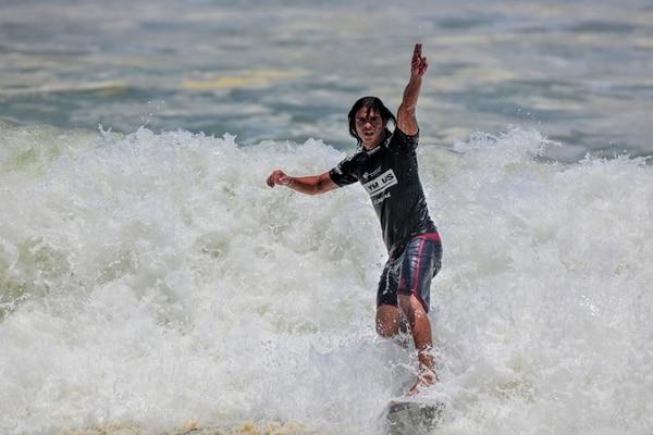 El surfista de Esterillos Oeste, Maykol Torres, ya ganó tres fechas del Circuito 2014.   ARCHIVO / ALEXANDER OTÁROLA
