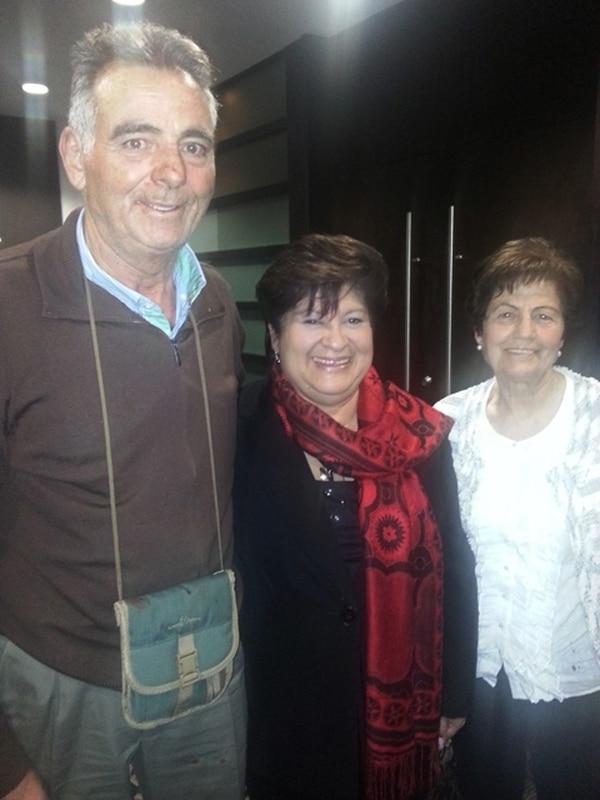 Corrales (centro) con Sanz y su esposa. | ISRAEL OCONITRILLO PARA LN