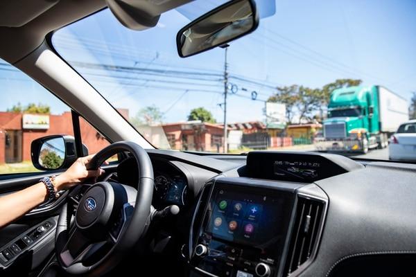 Además de pantallas que se sincronizan con los teléfonos inteligentes, los nuevos modelos incluyen sensores y cámaras para sistemas de asistencia al conductor, así como mejoras mecánicas y en carrocería. (Foto Alejandro Gamboa)