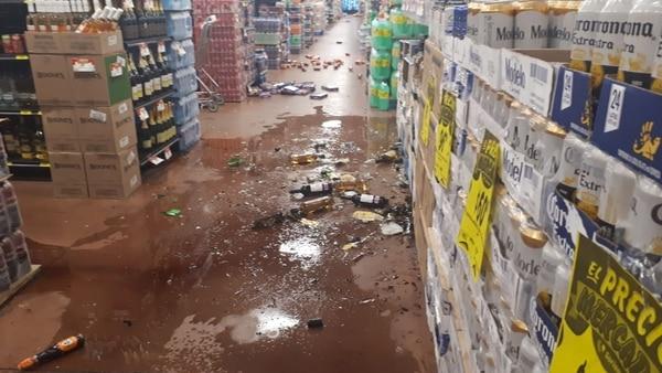 En uno de los supermercados de Oaxaca se reportó la caída de diversos artículos. Foto: Twitter Oaxaca Vial