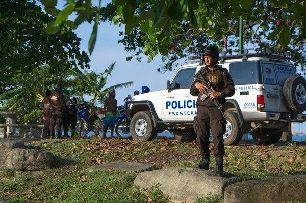 Los operativos de control por parte de la policía también se realizan en playas.