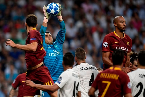 Real Madrid's Costa Rican goalkeeper Keylor Navas saves a ball during the UEFA Champions League group G football match between Real Madrid CF and AS Roma at the Santiago Bernabeu stadium in Madrid on September 19, 2018. (Photo by OSCAR DEL POZO / AFP)