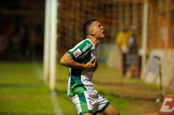 Diego Díaz, quien jugó con Limón el torneo de Invierno, afina los últimos detalles para integrarse a Alajuelense. | RAFAEL MURILLO/ARCHIVO