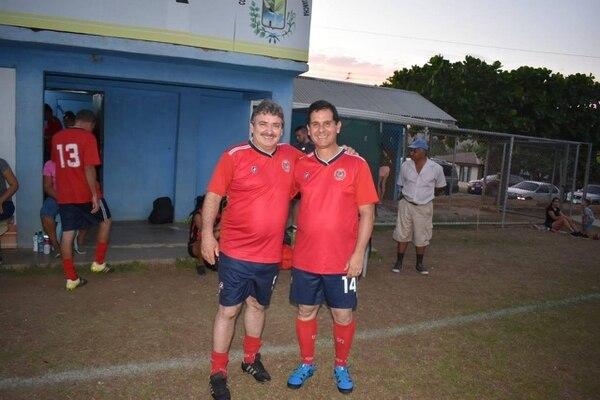 Óscar Ramírez junto al Ministro de Deportes, Hernán Solano. Fotografía: Facebook.