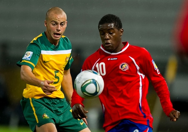 Joel Campbell fue figura en la Selección Sub-20 que asistió a Colombia en el 2011. En la imagen enfrenta a Australia.   AFP